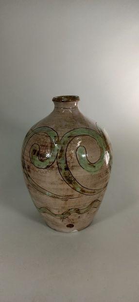 BOISSAUD Max (XXe siècle)  Pied de lampe à décor stylisé.  Terre de Vallauris, signature...