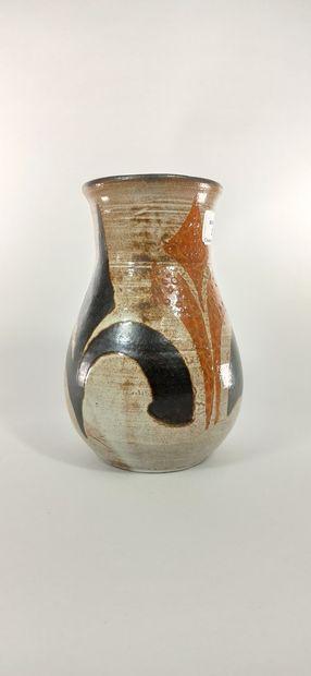 BOISSAUD Max (XXe siècle)  Lot de deux pièces :  - Vase à décor géométrique.  -...