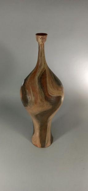 AGARD Jules (1905 -1986)  Vase sculpture de femme.  Terre de Vallauris, signature...
