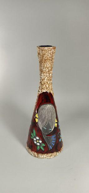 Vase à décor de jeune fille  Terre blanche...