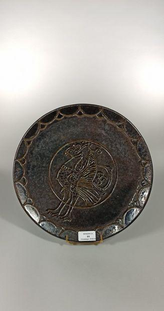 CHIAPELLO Denys (XXe siècle)  Formateur de Suzanne RAMIE  Grand plat noir à décor...