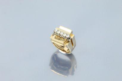 Bague chevalière rétro en or jaune 18K (750)...