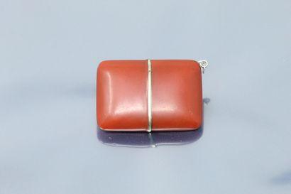 MOVADO  Ermeto  Montre de sac en métal et laque rouge. Boîtier coulissant. Cadran...
