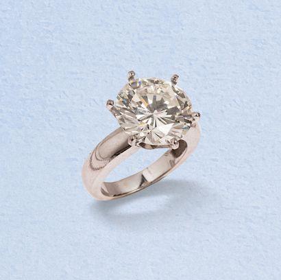 Bague solitaire en or gris 18K (750) ornée d'un diamant de taille brillant (desserti)...