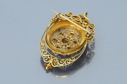 18K (750) yellow gold pendant brooch with an old cut diamond and white pearls (not...