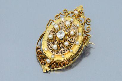 Broche-pendentif en or jaune 18K (750) repercé,...