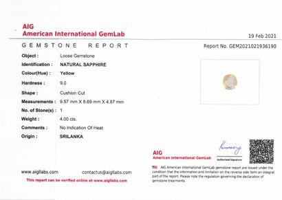 Saphir jaune coussin sur papier.  Accompagné d'un certificat AIG indiquant Sri Lanka...
