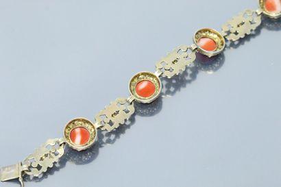 Bracelet articulé en argent (835) doré, ciselé et ajouré, alternant des motifs de...