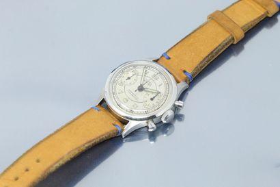 ANONYME  Montre bracelet en acier avec chronographe....