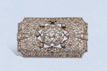 Broche-pendentif en platine repercé et or...