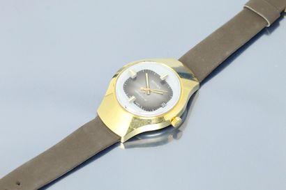 SCURA  Montre bracelet en métal doré. Boîtier...