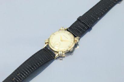 BULOVA  Montre bracelet en métal plaqué or....