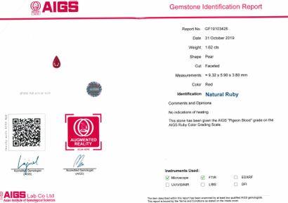 """Rubis poire sur papier.  Accompagné d'un certificat AIGS indiquant : couleur : """"sang..."""