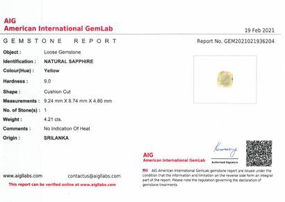 2229 Saphir jaune coussin sur papier.  Accompagné d'un certificat AIG indiquant...