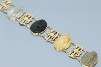 Bracelet articulé en or jaune 18K (750) composé...
