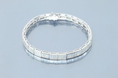 Bracelet « rivière » articulé en or gris...