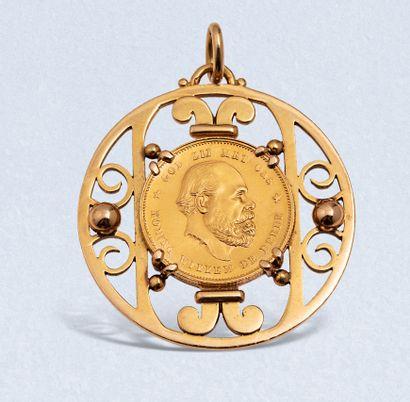 JEAN DESPRES  Pendentif circulaire en or...