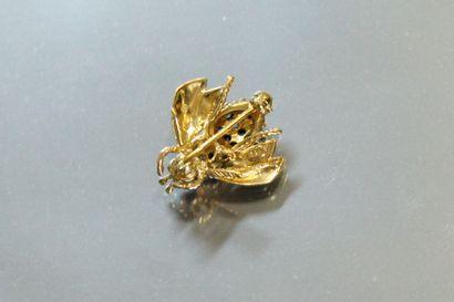 TIFFANY & Co  Broche « mouche » en or jaune 18K (750), les yeux piqués de rubis...