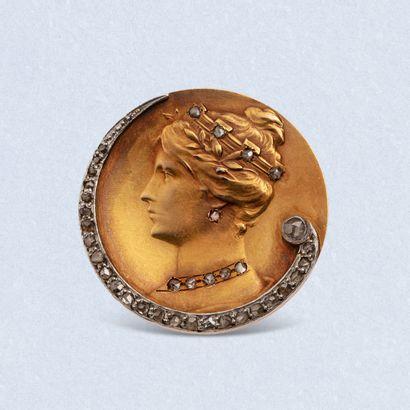 Broche circulaire en or jaune 18K (750) et...