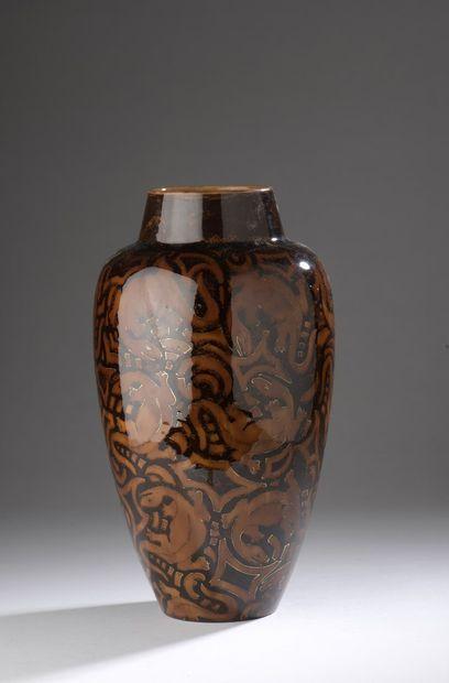 KELLER & GUERIN  Vase en céramique à corps...