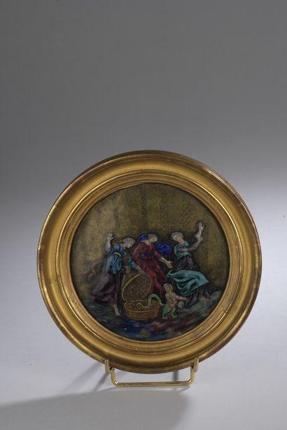 Plaque circulaire en émail peint polychrome...