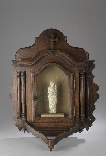 Vierge à l'Enfant couronnée en ivoire sculpté...