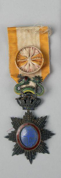 Etoile d'officier de l'Ordre du Dragon d'Annam...