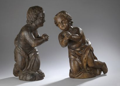 Paire d'anges en chêne sculpté en applique,...