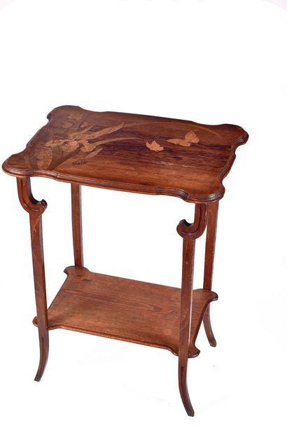 Emile GALLE (1864-1904)  Table a thé en noyer...