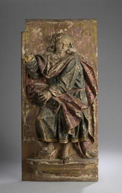 Panneau en résineux sculpté en fort relief,...