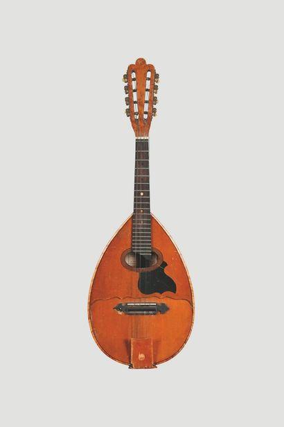 Mandoline à fond plat.  Modèle Gelas N° 10335...