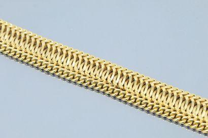 Bracelet en or jaune 18k (750) à maille torsadée....