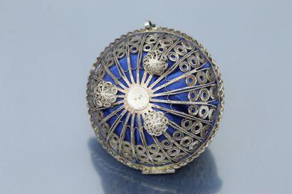 Boîte à bijoux (pour une bague), en argent ajouré (800) de style oriental, reposant...
