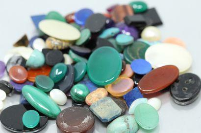 Lot de pierres fines dont améthystes, lapis...