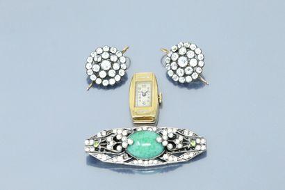Lot de bijoux composé :  - d'une belle broche...