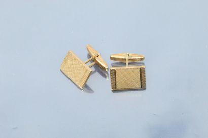Paire de boutons de manchettes en or jaune 18K (750).  Poids : 9.72 g.