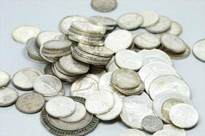 Lot de pièces en argent comprenant :  - 5...