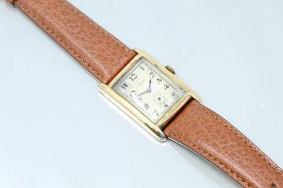LONGINES  Montre bracelet d'homme en or jaune...