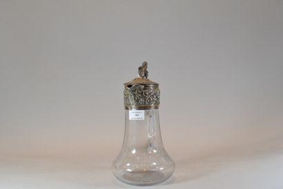 Aiguière en verre monté en argent à décor...