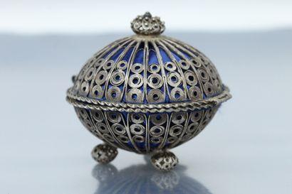 Boîte à bijoux (pour une bague), en argent...