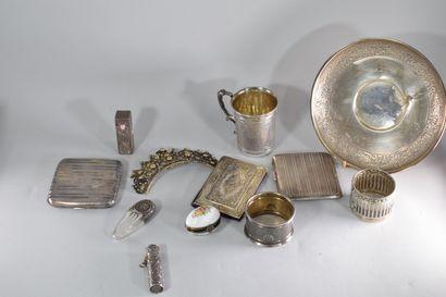 Lot divers en argent et métal (rond de serviette,...