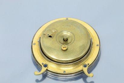 L.LEROY & Cie  Pendulette ronde en métal doré, cadran à fond crème, chiffres arabes...