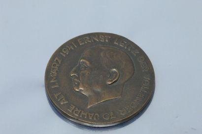 Médaille en bronze  Avers : profil gauche...