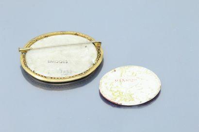 Lot de deux miniatures en porcelaine, l'une monté en broche, l'autre à la sanguine...