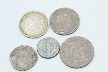 Lot de trois pièces en argent :  - Cinq francs...