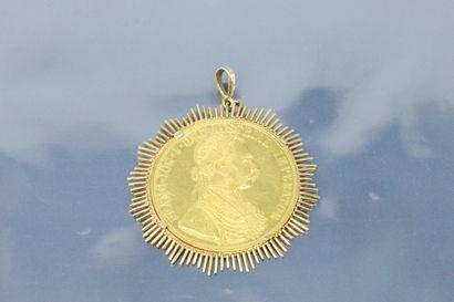 Pièce de 4 ducas François Joseph 1er lauré, 1915, monté en pendentif en or jaune...