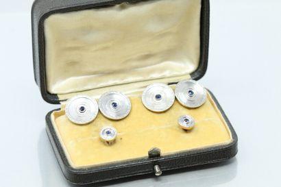 Paire de boutons de manchette et boutons de plastrons en or jaune et gris 18k (750)...