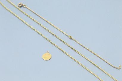 Débris d'or jaune : chaines et petite médaille...