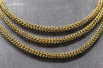 Collier trois rangs or jaune 18k (750) à maille tubulaire  Tour de cou : 38 cm....