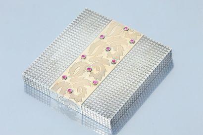 Poudrier carré en argent (Sanglier) à décor...
